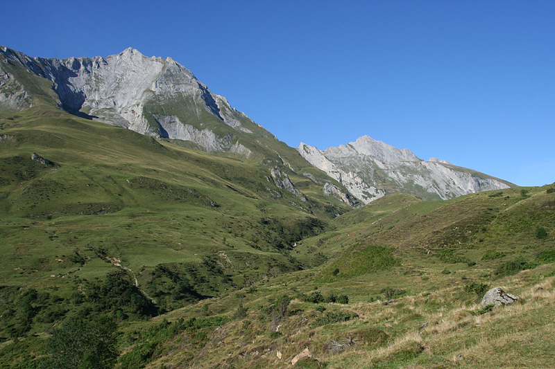 Valley leading up to Col du Soulor from the east © Ken Hall (click for larger image)